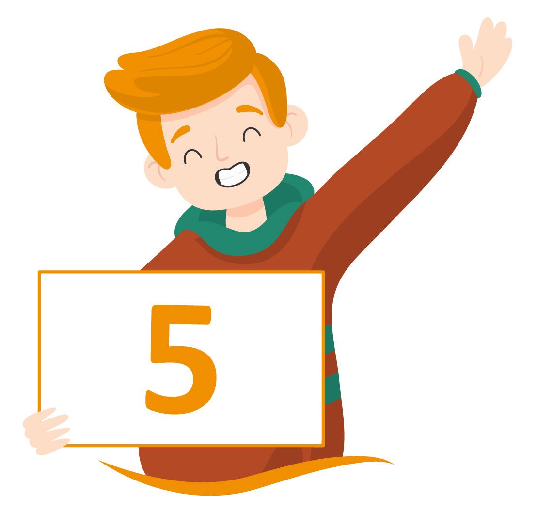 aluno sorridente mostra o número 5